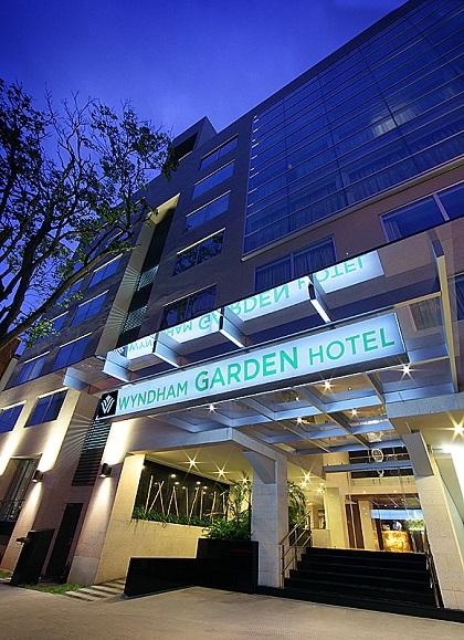Ofertasimple oferta anterior paga 77 por una noche en habitaci n deluxe para 2 personas con for Wyndham garden urbana champaign